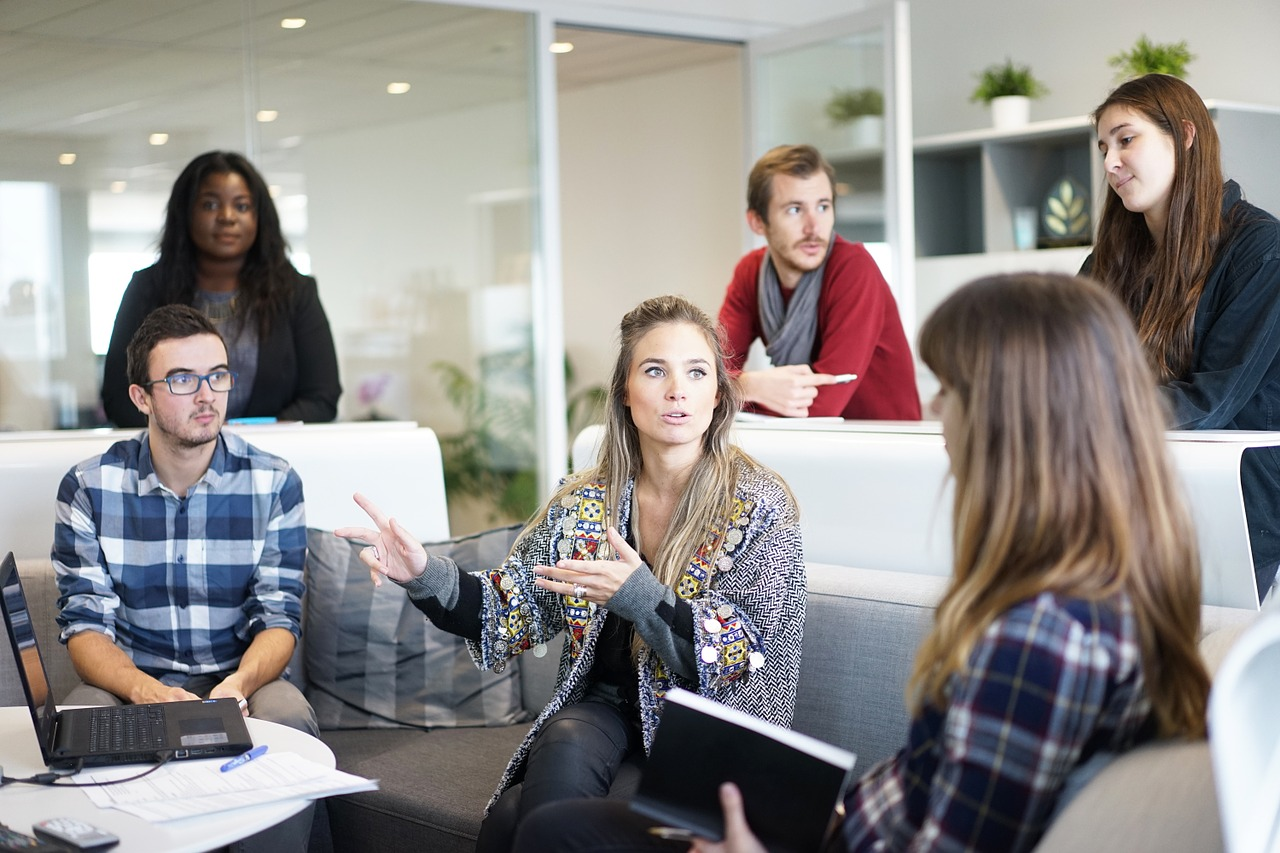 How to Build a Company Culture That Helps Customers